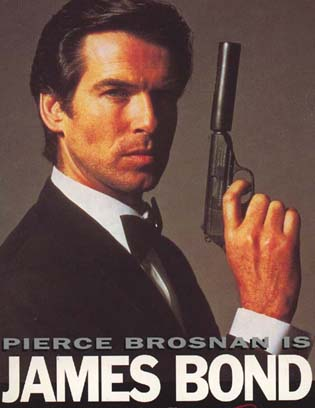 Pierce Brosnan som James Bond med Walter PPK 7,62 mm