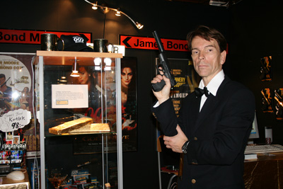 James_Bond_Goldfinger-Nazi-Hoard-Gold-Bar Gunnar Schäfer