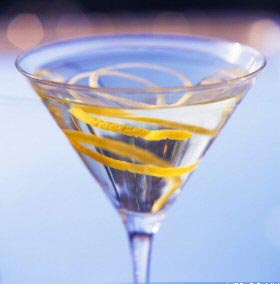 """Vesper"" Dry Martini in Ian Flemings Film Casino Royale"